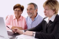 Где взять кредит пенсионеру под маленький процент?