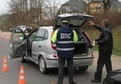 Сотрудник ГИБДД просит открыть багажник: что делать