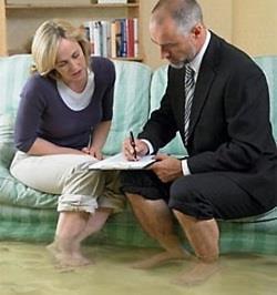 Как возместить ущерб от залива квартиры